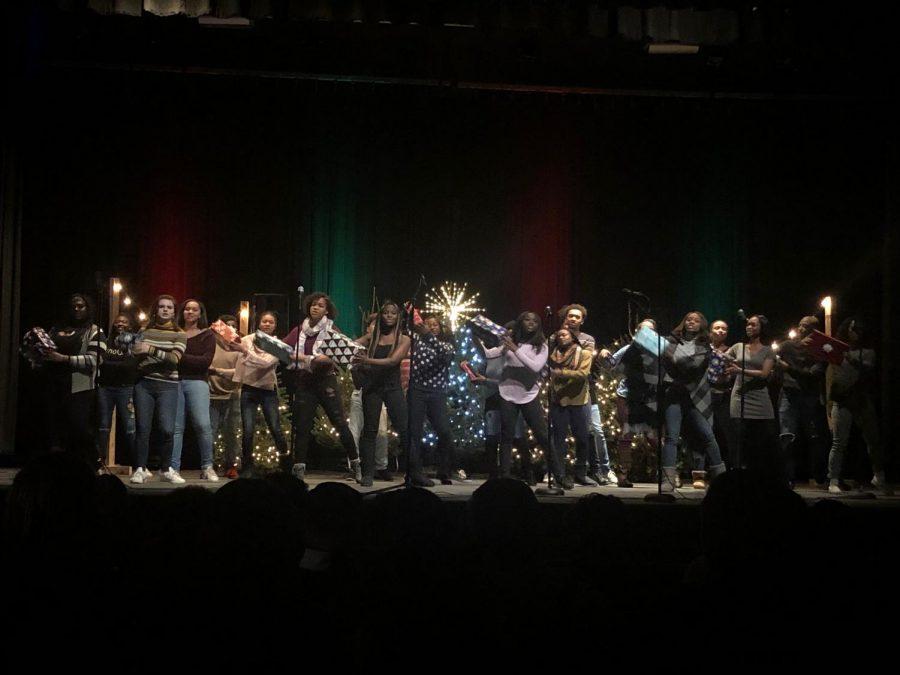 Hillsboro+Singers+at+the+Holiday+Performance+2018.+photo+credit%3A+Brandon+Martinez